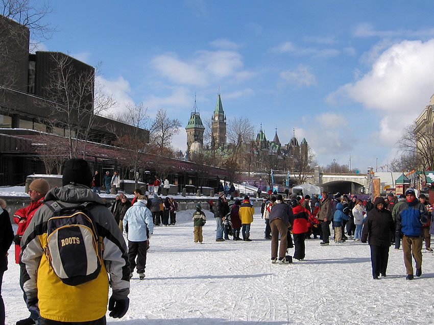 Ottawans skate to school and to work along the Rideau Canal Skateway