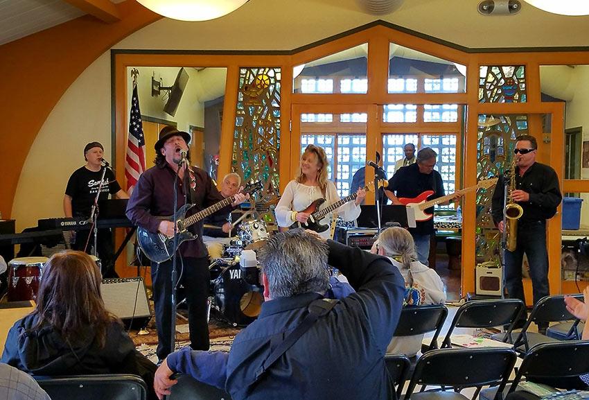 John January and Linda Berry performing