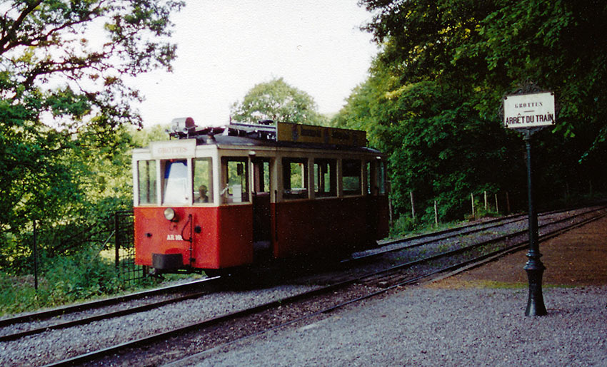 80-year old classic tramcar headed towards the HAN Grotto entrance