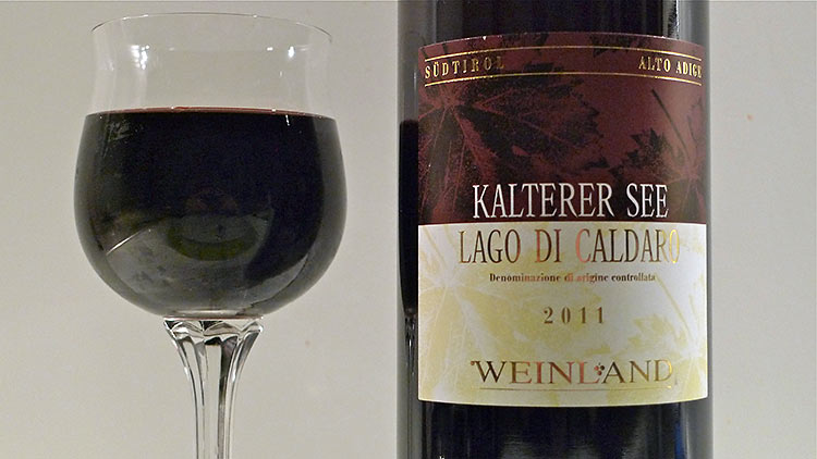 a glass and bottle of Kalterer See Weinland DOC