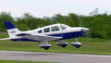 PA-28-140 Cherokee taking off