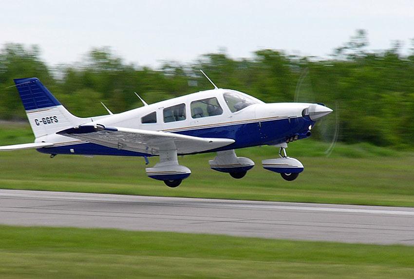 PA-28-140 Cherokee taking off