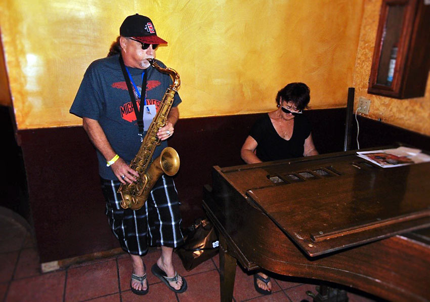 Jonny Viau and Sue Palmer performing in Rosarito, Mexico