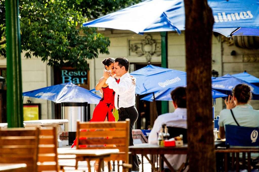 dancing the tango in a resto bar