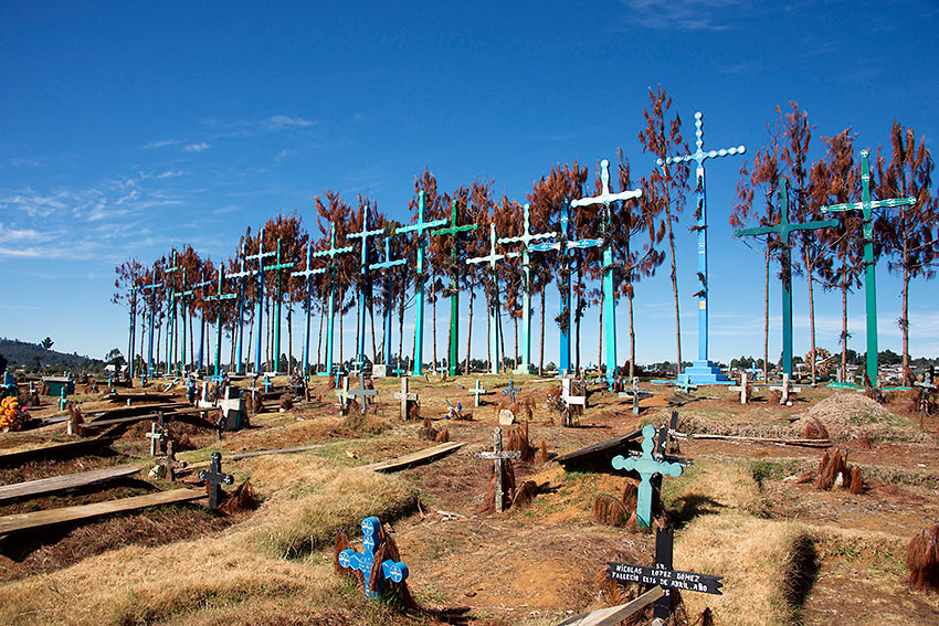 Cemetery on the way to Tenejapa, Chiapas