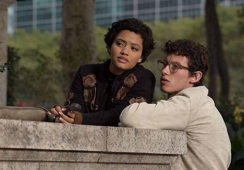 Kiersey Clemons as Mimi and Callum Turner as Thomas in 'The Only Living Boy in New York'