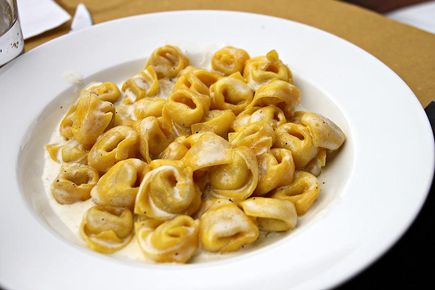 Tortellini in cream sauce