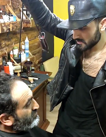 Erkek Saç, from Antalya, Turkey, giving a haircut