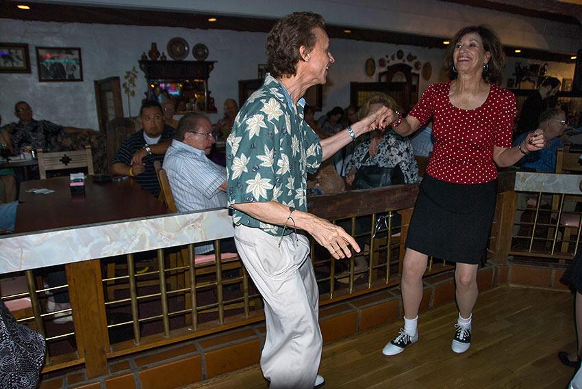 dancing couple at Las Hadas