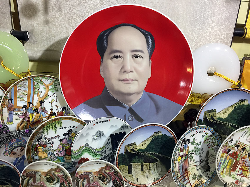 plates depicting scenes of ancient China and Mao Zedong