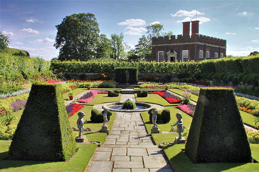 garden at the Hampton Court Palace