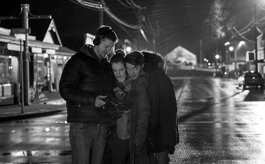 director Scott Speer checking a scene with Bella Thorne and Patrick Schwarzenegger during shooting of 'Midnight Sun'