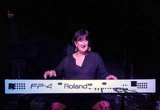 Sue Palmer performing