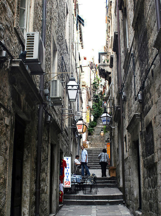 narrow alleyway at Old town Dubrovnik