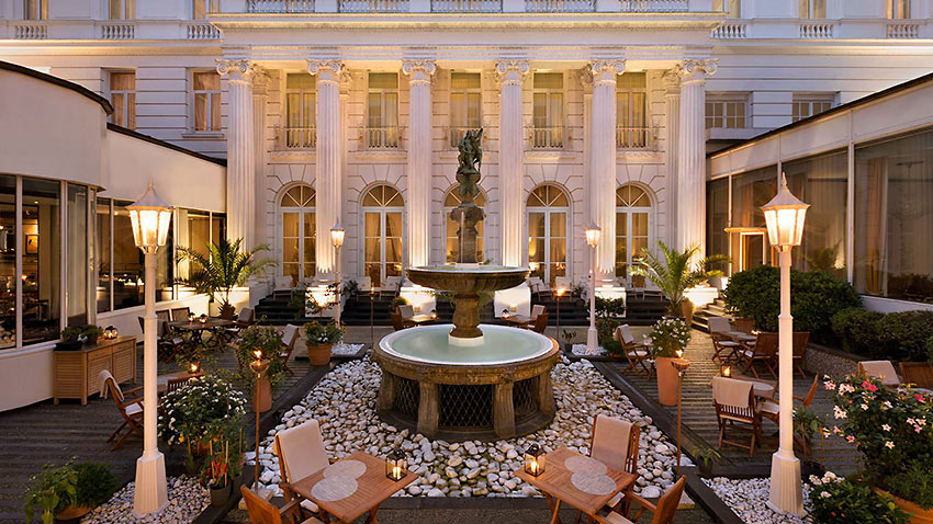 the courtyard of the Hotel Atlantic Kempinski