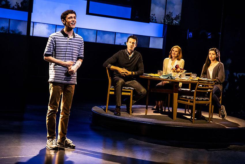 Ben Levi Ross as Evan Hansen, Aaron Lazar as Larry Murphy, Christiane Noll as Cynthia Murphy, and Maggie McKenna as their daughter Zoe