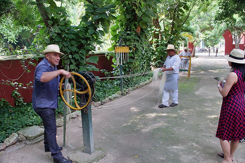 making rope at Sotuta de Peon