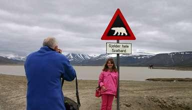 polar bear sign and visitors