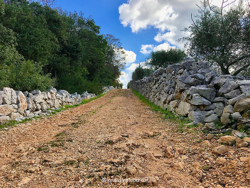 hiking trail at Valle d'Itra, Puglia