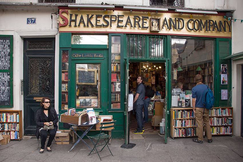English-language bookstore Shakespeare and Company on rue l'Odeon, near the Notre Dame Cathedral, opened in 1951 in memory of Sylvia Beach's original bookstore
