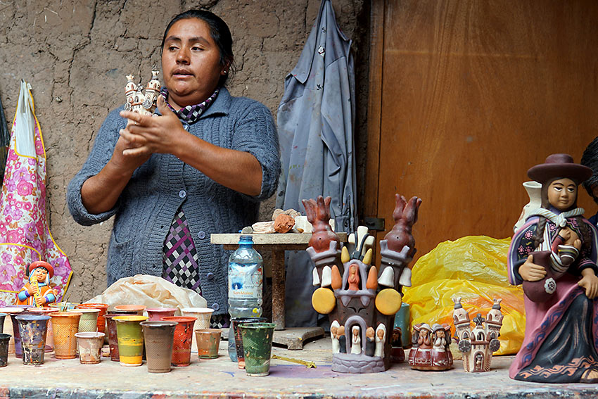 local artisan from Quinoa showing her work