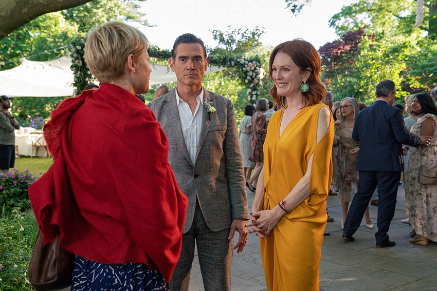 Michelle Williams as Isabel, Billy Crudup as Oscar Carlson, and Julianne Moore as Theresa Young