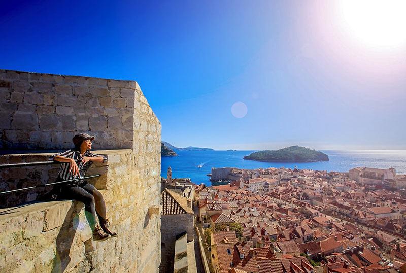 lady traveler at Dubrovnik