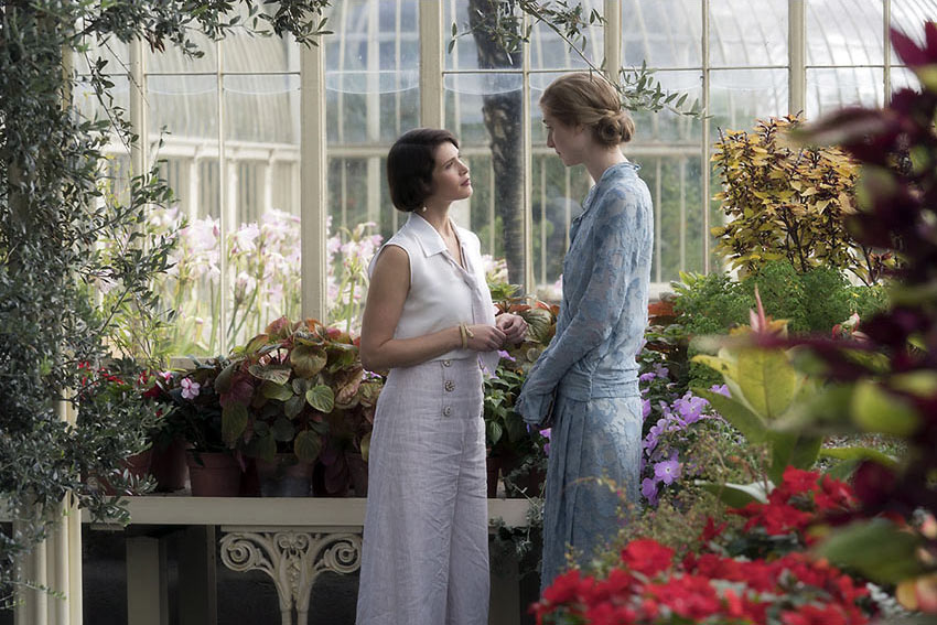 Elizabeth Debicki and Gemma Arterton as Vita Sackville-West in 'Vita & Virginia'