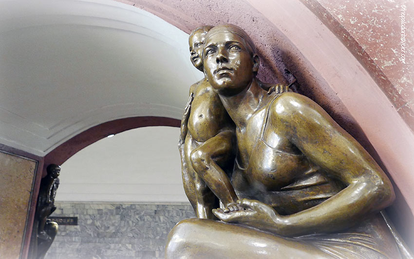 Matvey Manizer sculpture at the Ploshchad Revolyutsii (Revolution Square) station