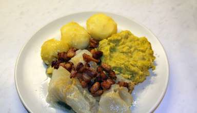 lutefisk served with potatoes