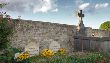 the graves of Vincent and Theodore van Gogh