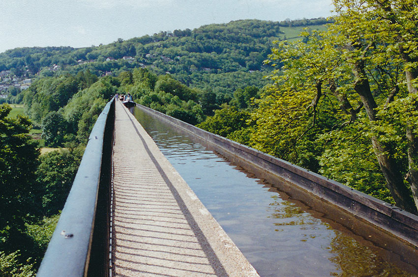 bridge canal for narrowboats
