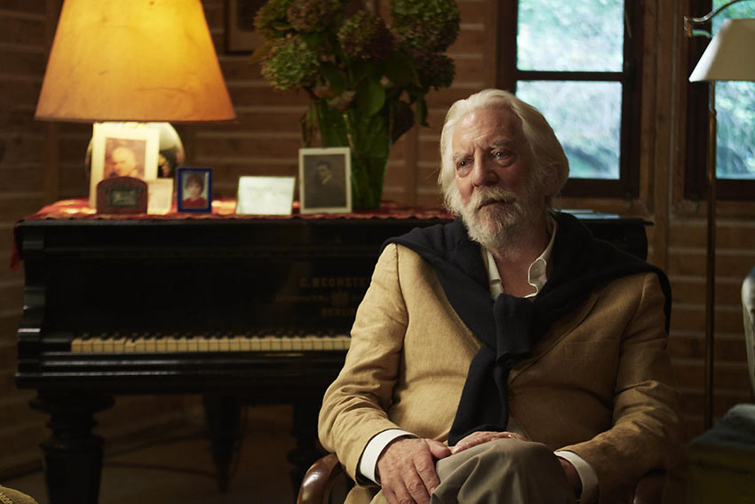Donald Sutherland as the elusive artist Jerome Debney