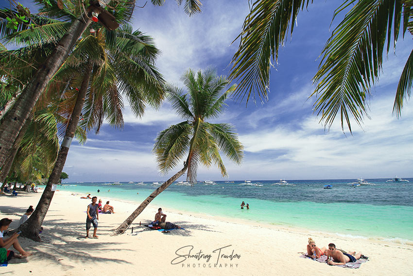 the white sand Alona Beach in Panglao Island