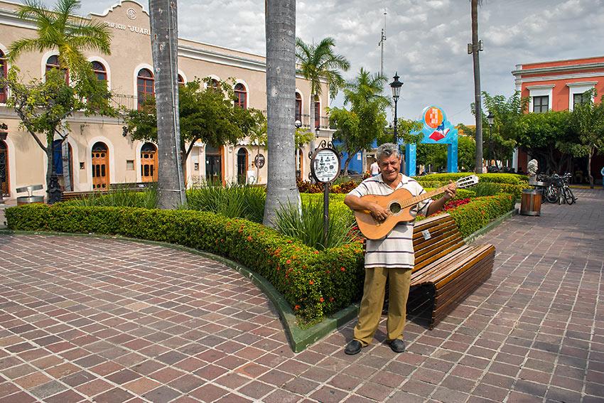 guitarist at the Mazatlan Historic District
