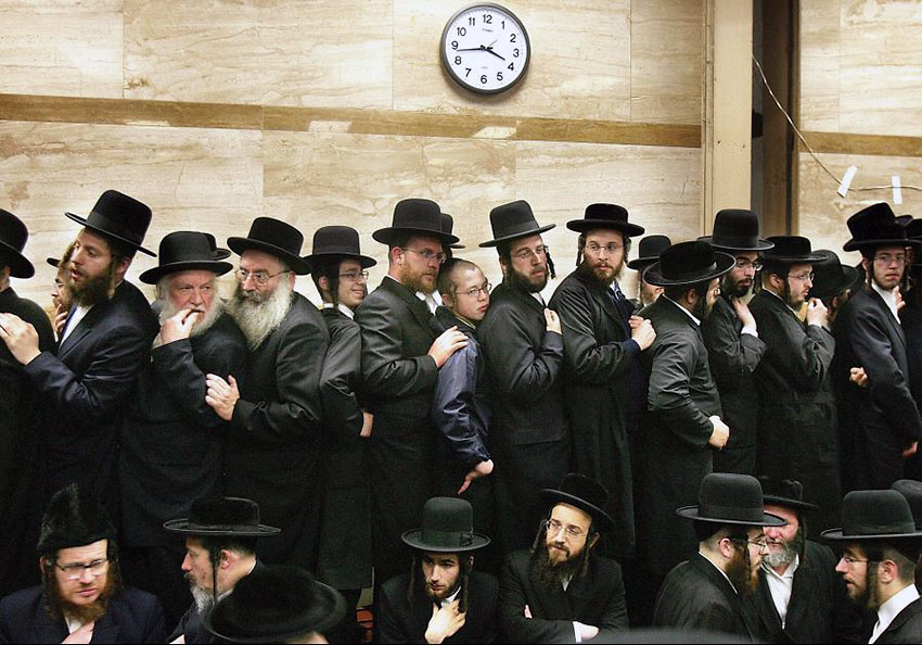 men of Brooklyn's Hasidic community