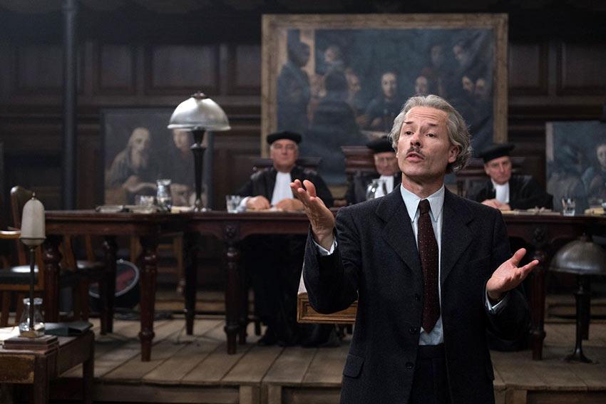 Guy Pierce in a court scene