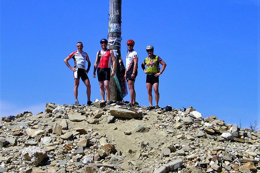 mountain bikers at the Camino