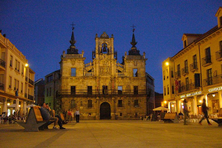 Astorga Town square at night