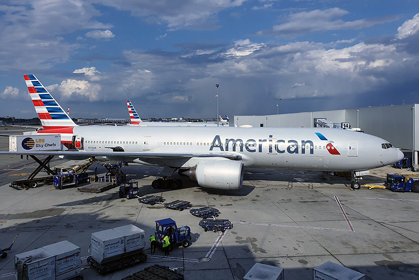 America Airlines plane