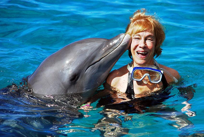 dolphin kissing writer at the Sea Aquarium, Curacao