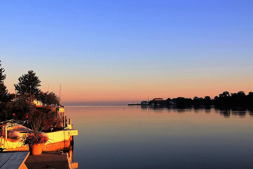 quiet sunrise on the Niagara River