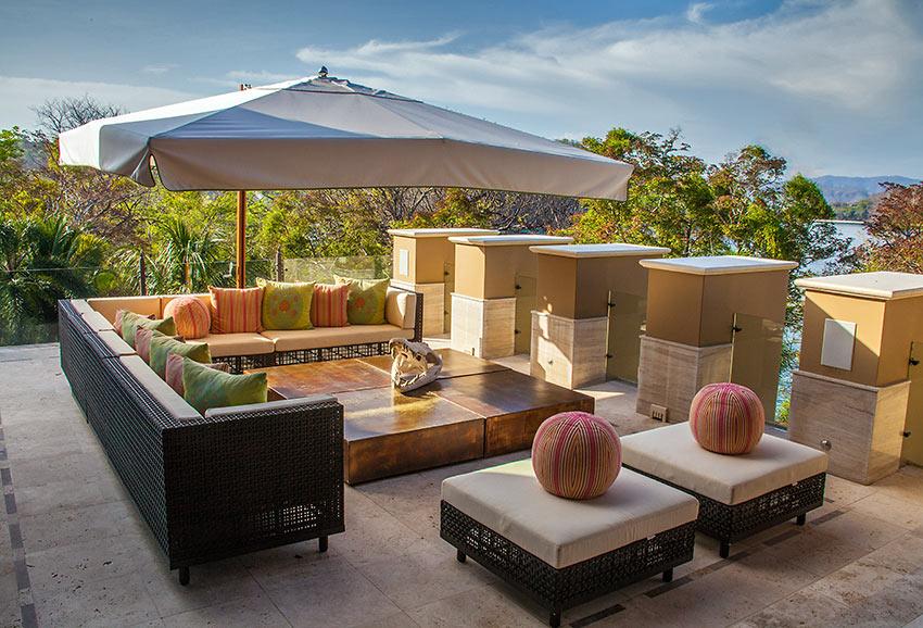 outdoor patio at Villa Manzu